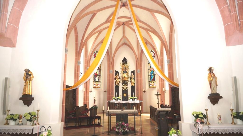 Altarraum neue Fenster